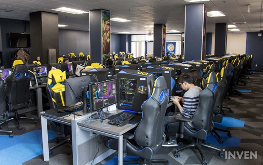 A Day Tour of the UC Irvine eSports Arena - Inven Global