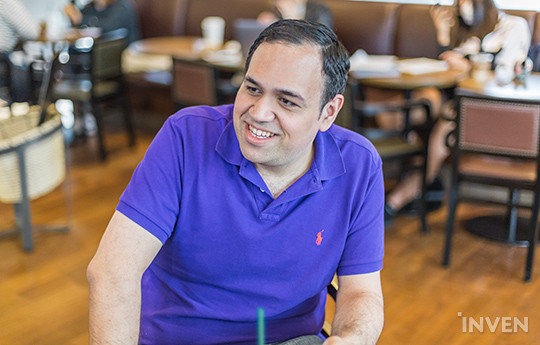 An interview with PapaSmithy, the caster living the history