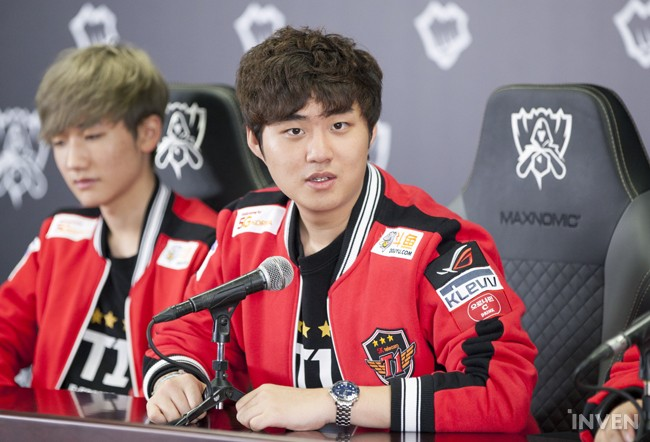 After the game, SKT T1's ADC, Bang, was interviewed. Let's see what he has to say!