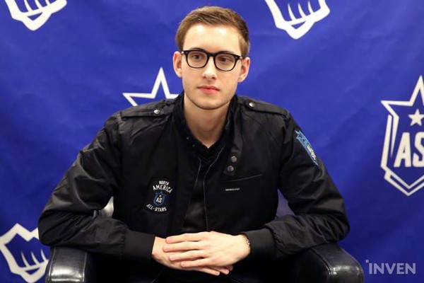 ... the Finals for the '2017 LoL ALL-Star 1:1 tournament' took place. The  fight featured the 2015 ALL-Star champion, Bjergsen, and the 2016 champion,  Uzi.