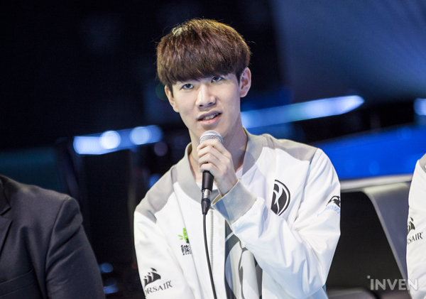 d65b2108d812d After Invictus Gaming reigned over Fnatic in the 2018 League of Legends  World Championship Finals, a press conference was held. The players were  asked which ...
