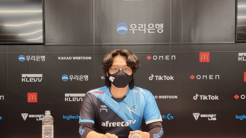 """[LCK] AF Fly: """"It's definitely harder for the teams to play around the mage champions in the current meta."""""""